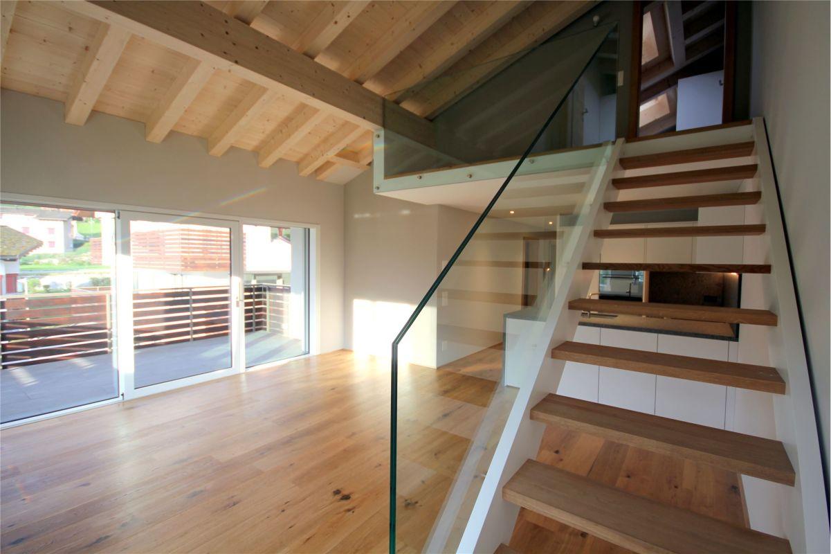 Wohnzimmer - Aufgang ins Dachgeschoss