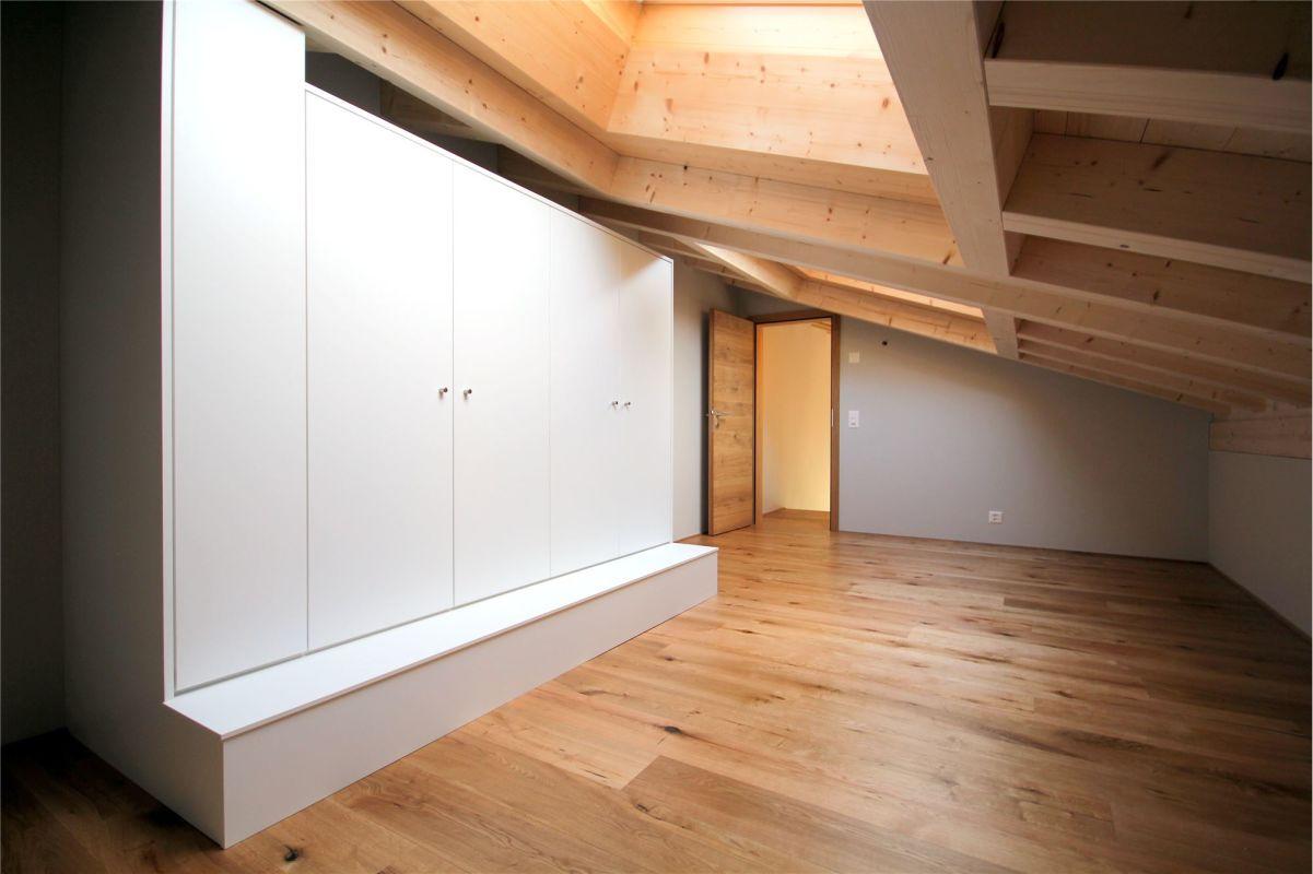 Zimmer mit Einbauschränken