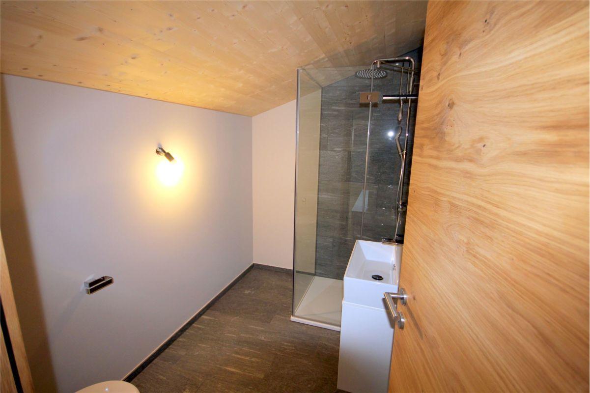 Dusche/WC/Lavabo im Dachgeschoss