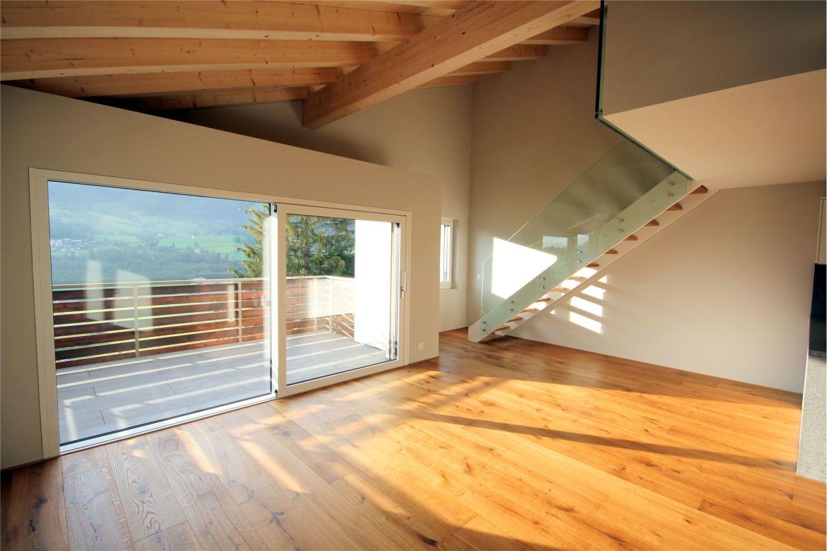 Wohnzimmer - hoher, heller Raum