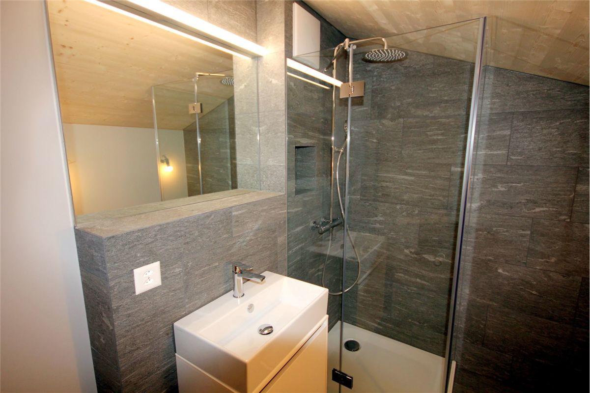 Dusche, WC, Lavabo im Dachgeschoss