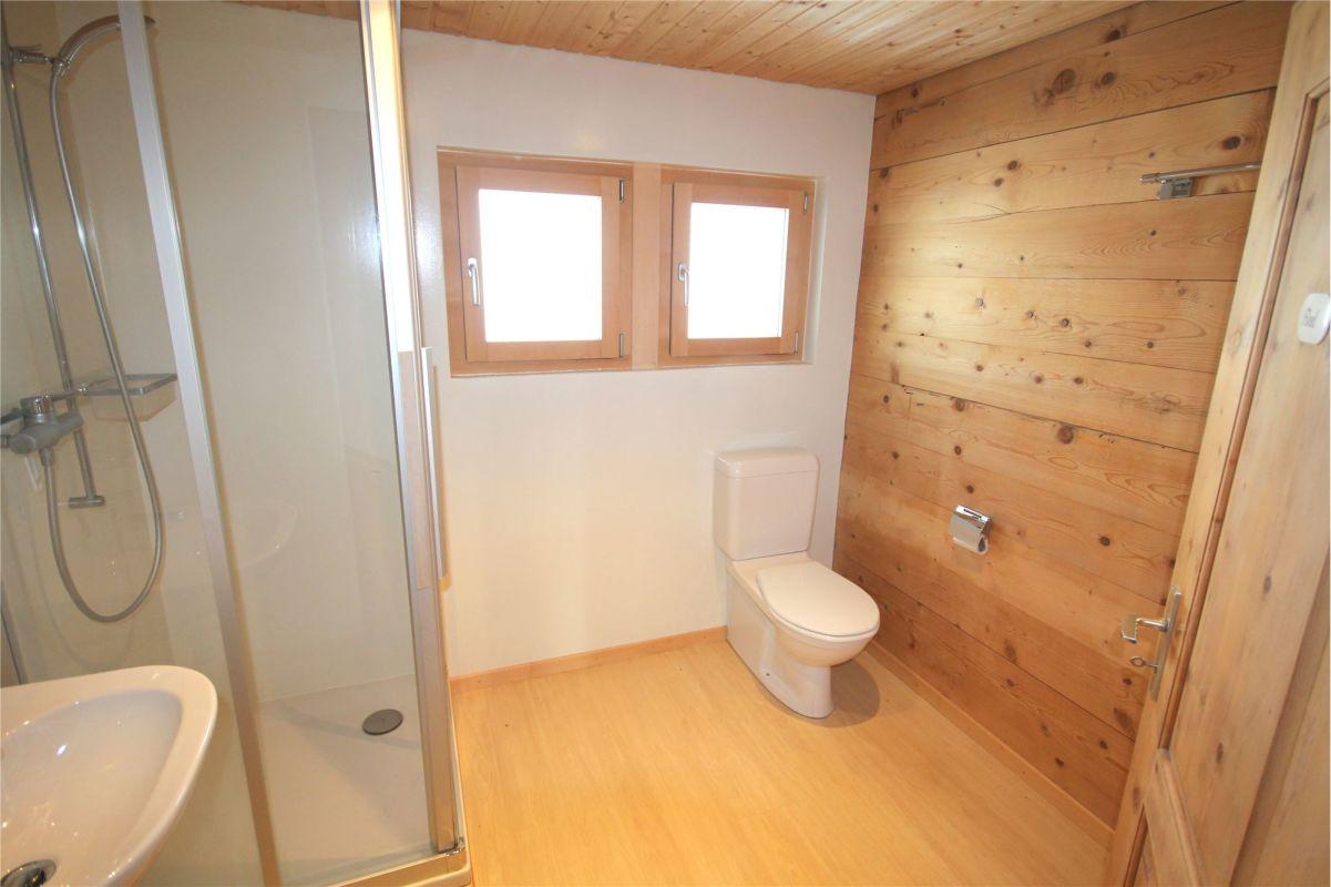 Dusche, WC, Lavabo - Dachgeschosswohnung