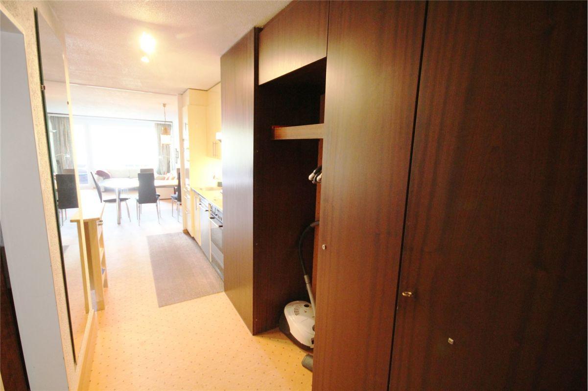 Eingangsbereich mit Schränken und Garderobe