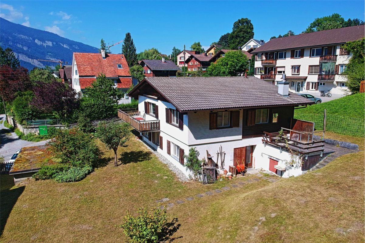 Schöne Wohnlage 6 ½ Zi.-EFH mit Garage und Umschwung