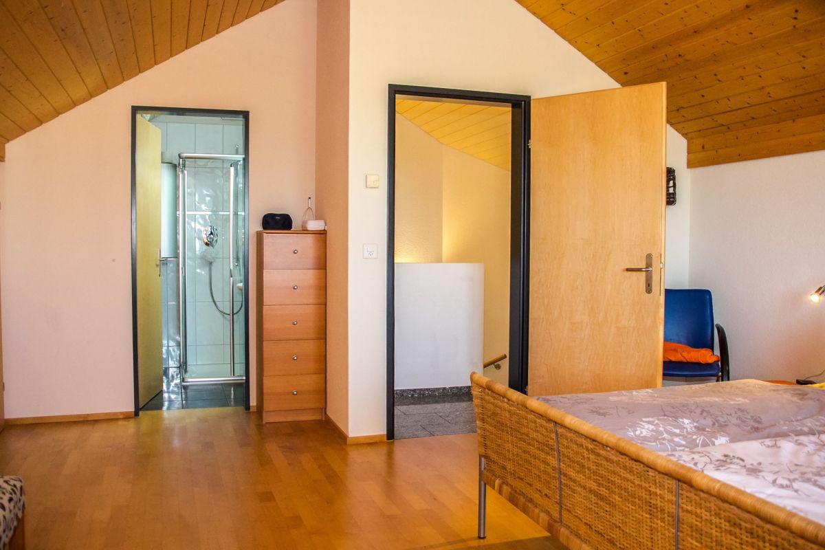 colles Schlafzimmer mit Dusche/WC en suite