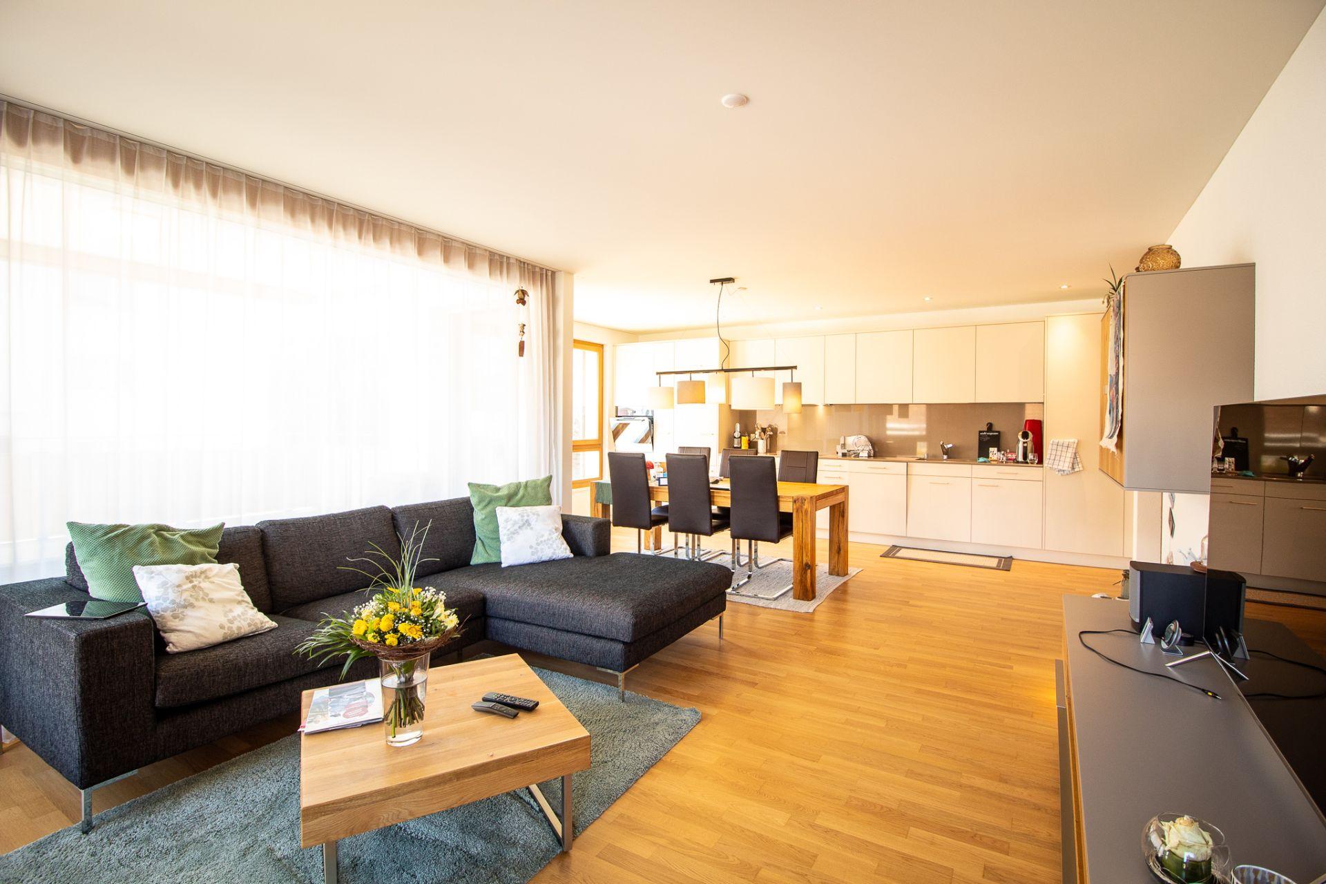 Miete: Wohnung mit topmodernem Innenausbau
