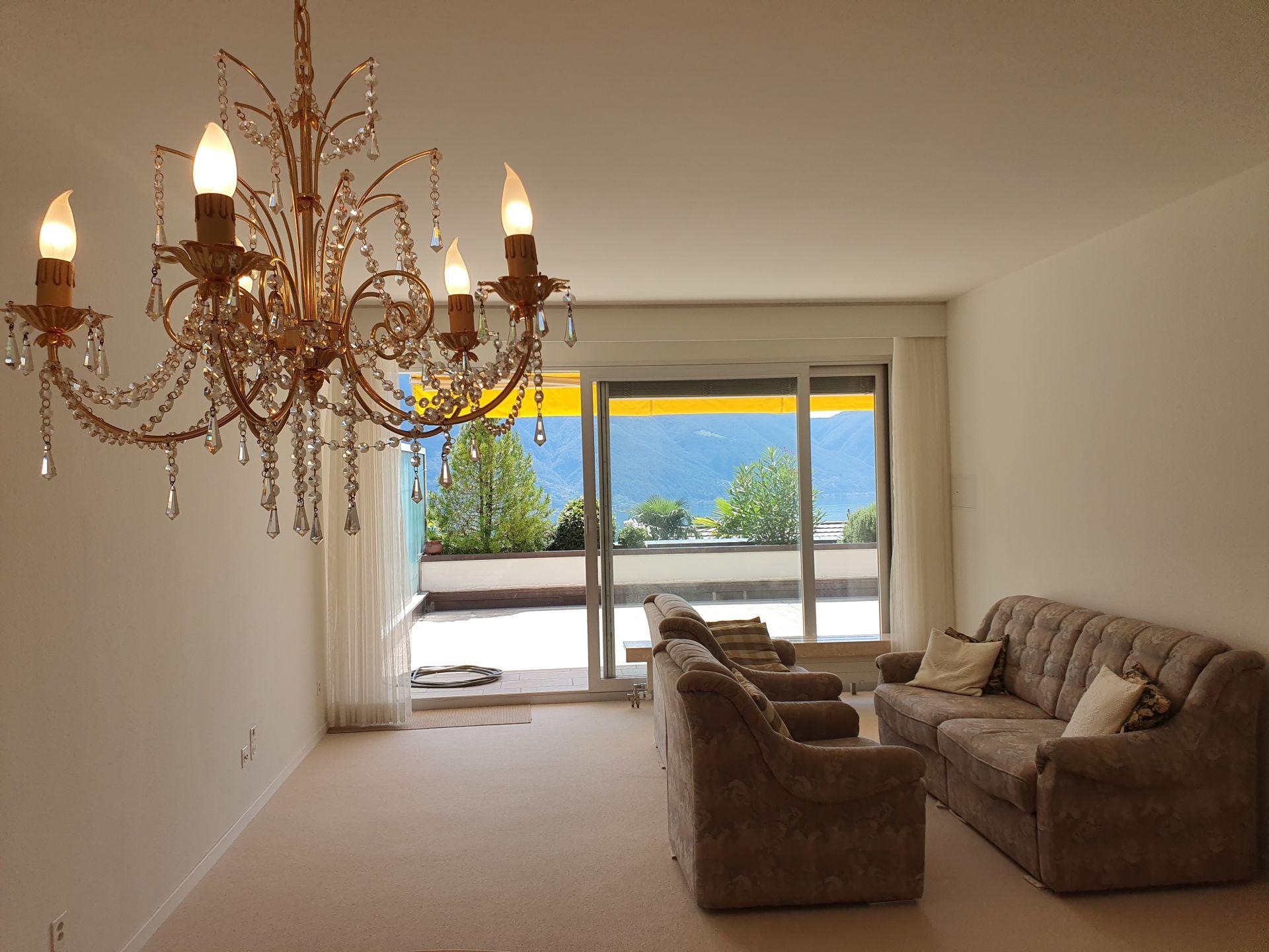 Vendita: appartamento con grande terrazza panoramica