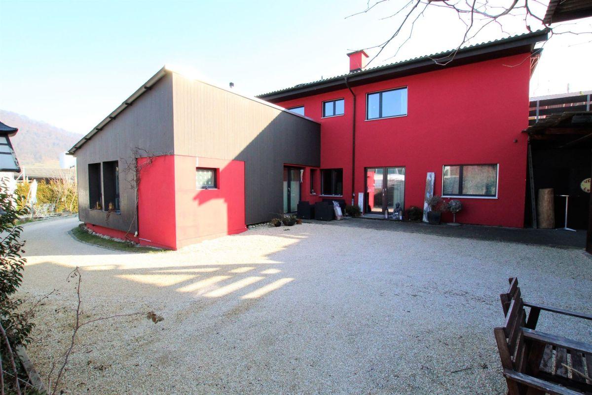 wohnen und arbeiten unter einem dach wohlf hlambiente garantiert elitehomes. Black Bedroom Furniture Sets. Home Design Ideas