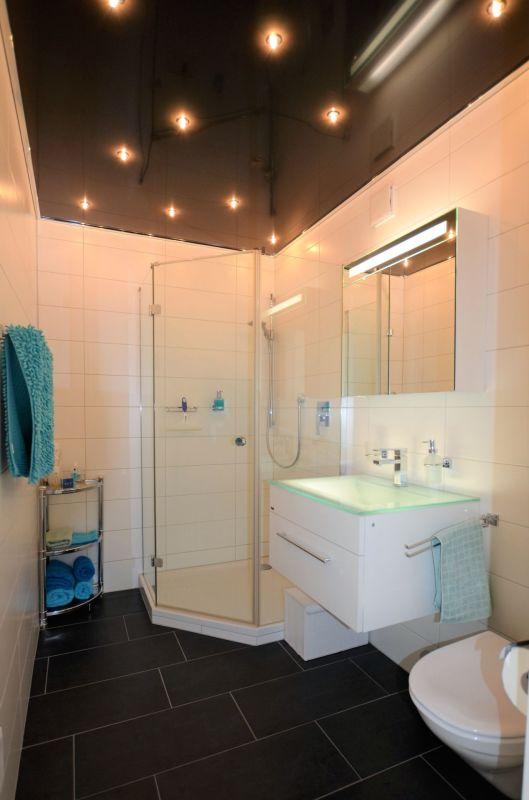 Badezimmer EG mit Dusche