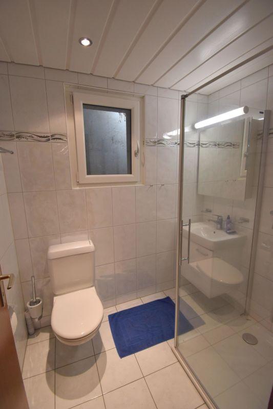 Sep. WC mit Dusche im UG