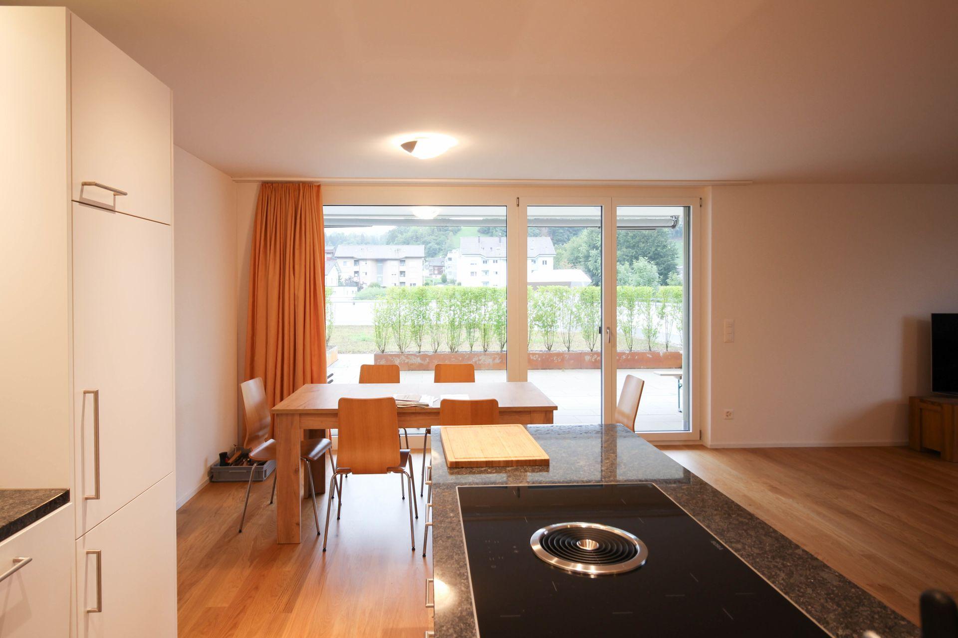 Miete: moderne Wohnung mit herrlichem Sitzplatz