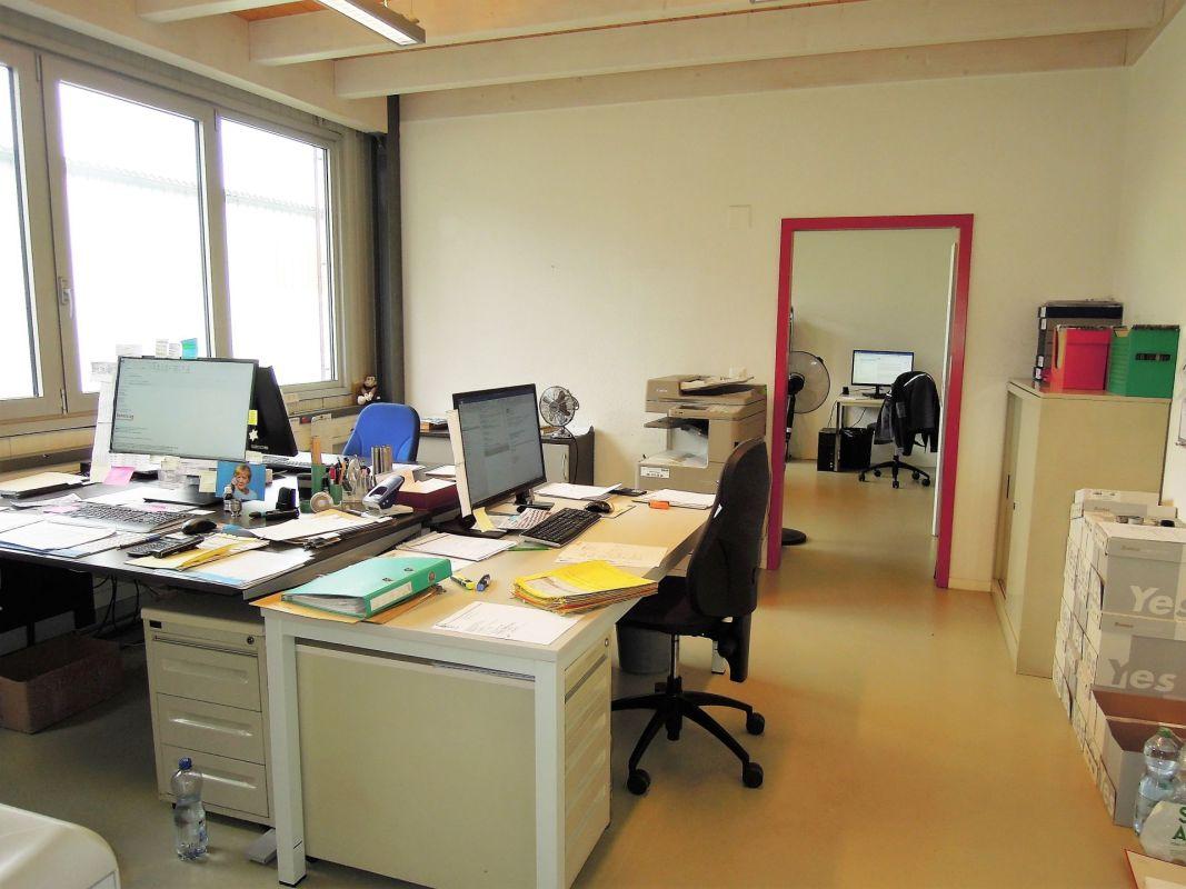 Büro Gebäude (C)