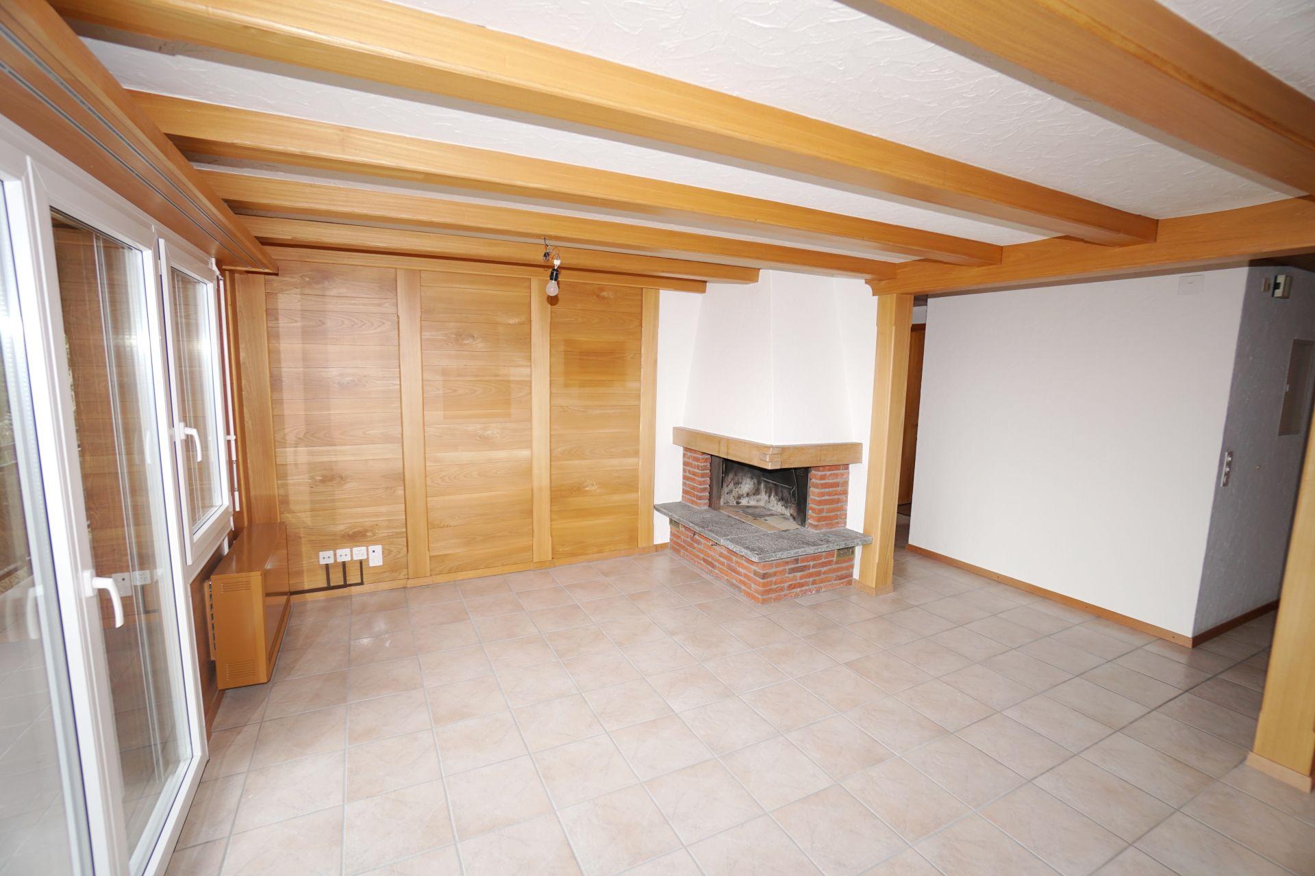Vermietung: grosse Wohnung mit Cheminée