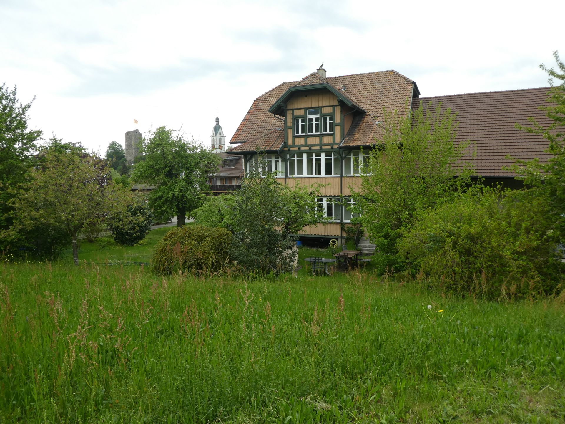 Mehrfamilienhaus zu vermieten per sofort