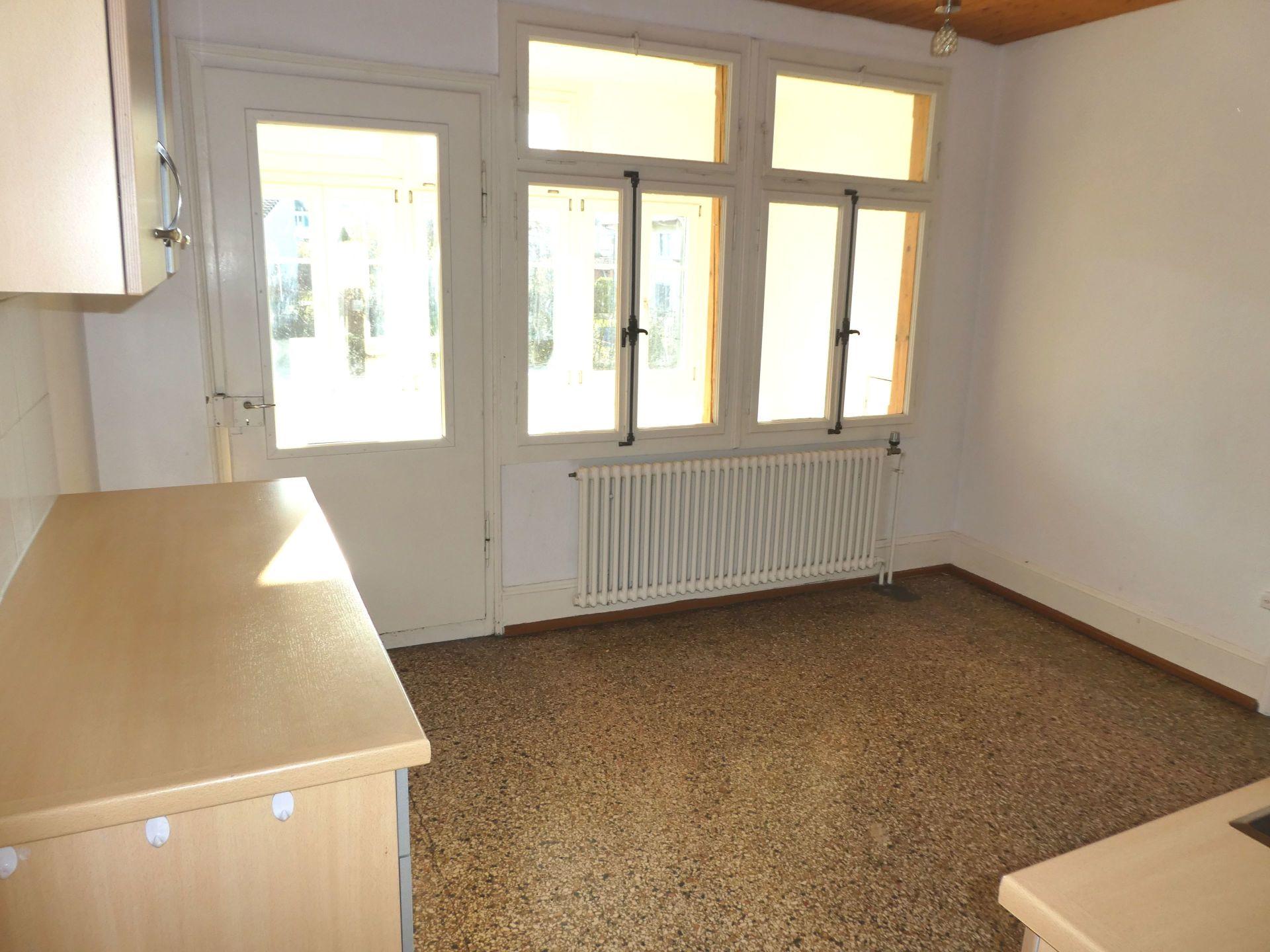 Miete: Wohnung mit verglastem Balkon & grossem Garten